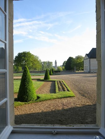 Le Chateau d'Audrieu: View from our bathroom window