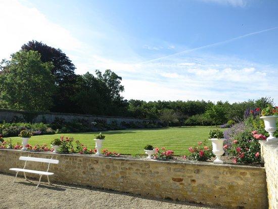 Le Chateau d'Audrieu : Back lawn and gardens