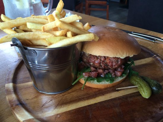 The Kitchen Brasserie : Yummy Burger!