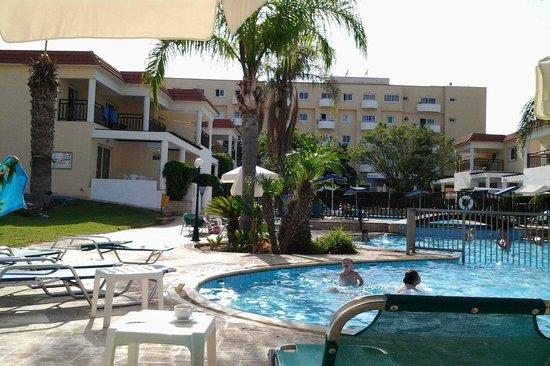 Jacaranda Hotel Apts : Бассейн