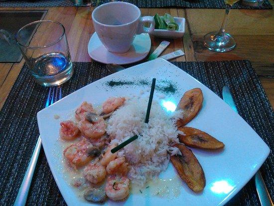 Palmazul Hotel & Spa: Camarón Palmazul con arroz y maduro frito.