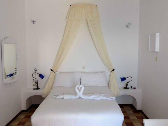 Artemis Villas: Room 114 double bed
