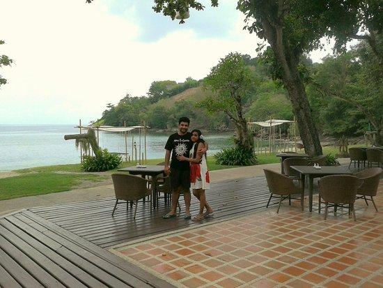 Thavorn Beach Village Resort & Spa : with my husband at Thavorne