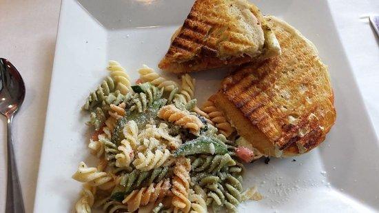 Sidney's Cafe and Bistro : Bruschetta Panini