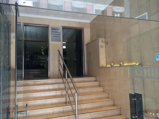 Hotel Francisco I: Steps to reception from Calle de arenal