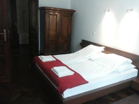Kadar Apartments: Bedroom