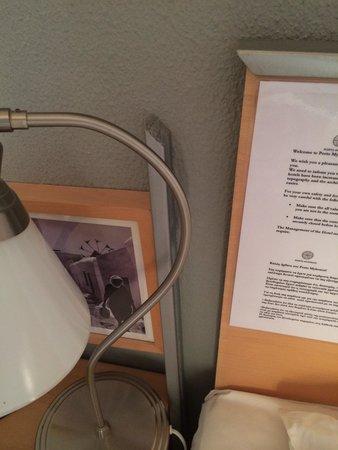 Porto Mykonos Hotel: Testiera del letto