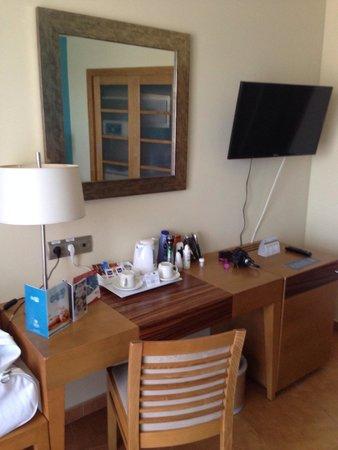 Hotel Elba Carlota : Tea and coffee in room ☕️