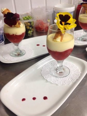 Befani's Restaurant & Townhouse: Summer trifle