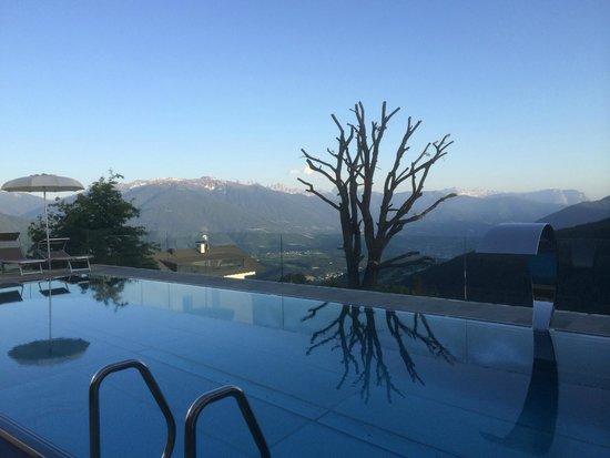 Hotel Tratterhof: Neuer Pool mit Blick in die Berge