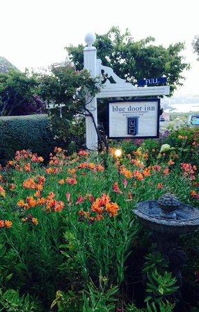 Blue Door Inn : beautiful gardens