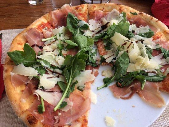 Don Luigis Pizzeria Trattoria: Prosciutto Crudo Gorgonzola! Delicious.