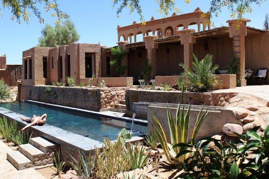 Kasbah Ait Ben Moro: Pool und Terrasse