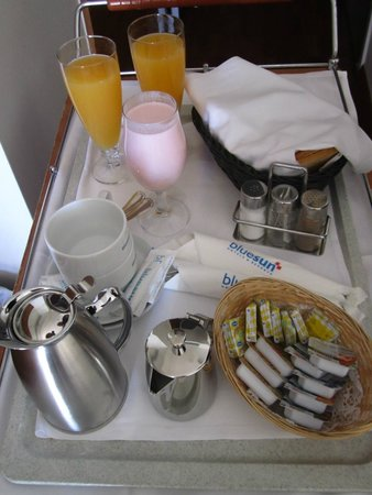 Bluesun Hotel Elaphusa: Breakfast, like in movies :)