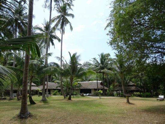 Koyao Bay Pavilions: Partie basse de l'hotel, au bord de la mer