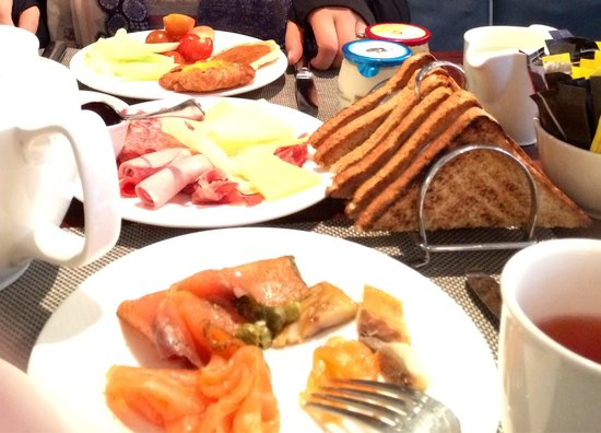 Waldorf Astoria Edinburgh - The Caledonian: Continental breakfast, Hilton Gold benefit