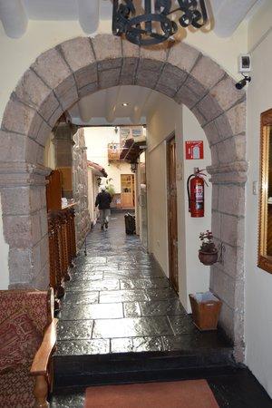Midori Hotel: Just inside entrance