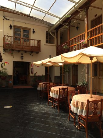 Midori Hotel: The lovely courtyard