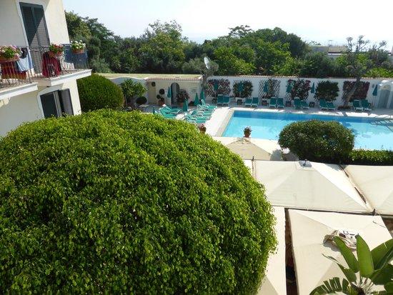 Villa Durrueli: vista dalla finestra della camera