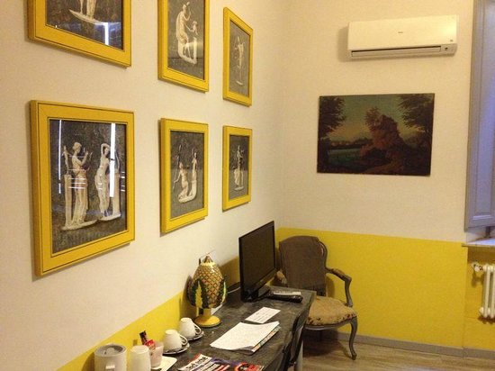 Trastevere Colors: Yellow Room