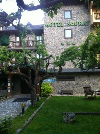 Hotel Saurat: Hotel entry