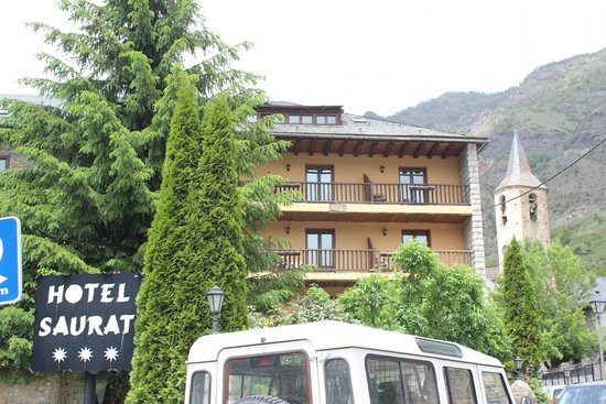Hotel Saurat: Rooms on the top floor are quiet and nice with views