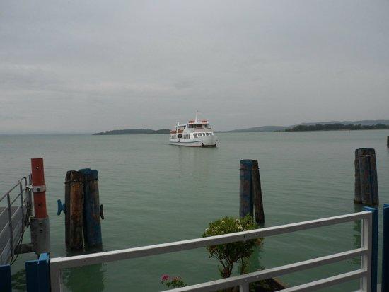 Hotel La Cima Trasimena: traghetto per isola maggiore