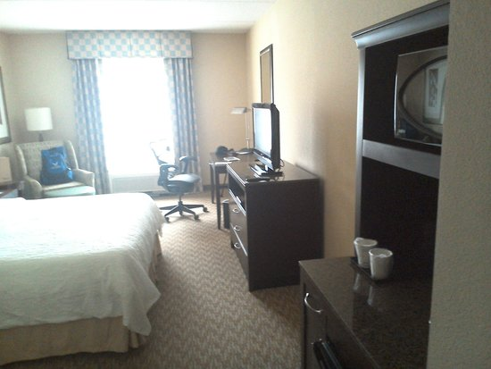 Hilton Garden Inn Huntsville South: Room Layout king  bed
