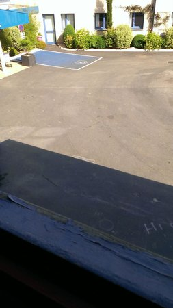 Comfort Hotel Airport CDG : peeling paint