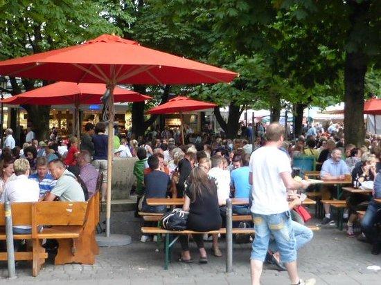 Viktualienmarkt: Beer Garden