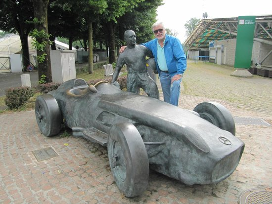 Autodromo Nazionale Monza : Estátua de Juan Manoel Fangio.