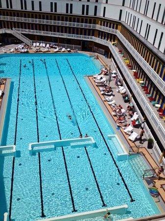 Hotel Molitor Paris - MGallery Collection : le bassin d'été vu du toit terrasse