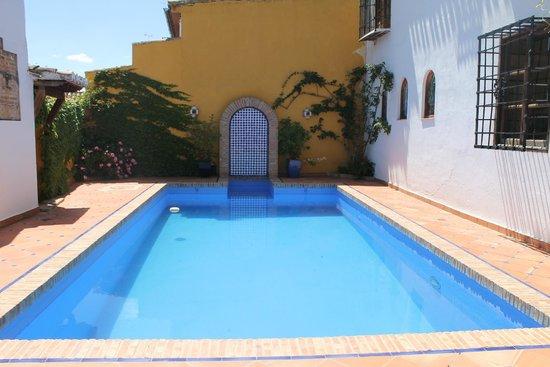 Alhambra Apartamentos Turisticos : piscina