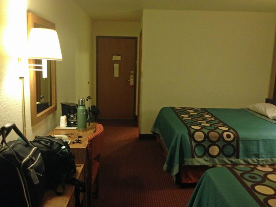 Super 8 Elizabethtown: room overview
