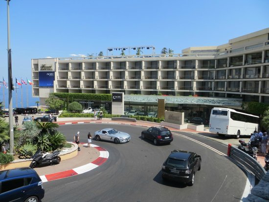 Fairmont Monte Carlo: The hotel and the world famous bend