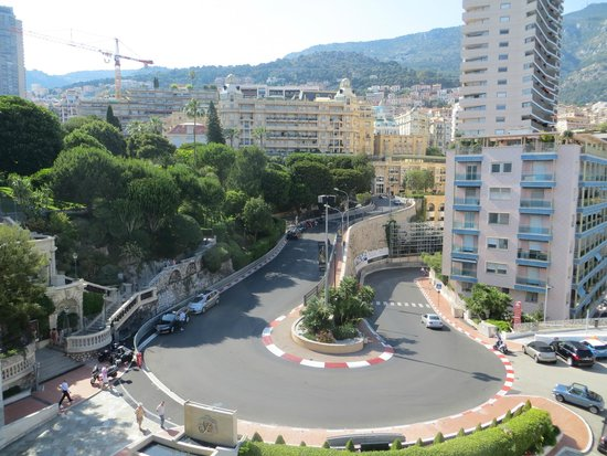Fairmont Monte Carlo: The bend from the 7th floor