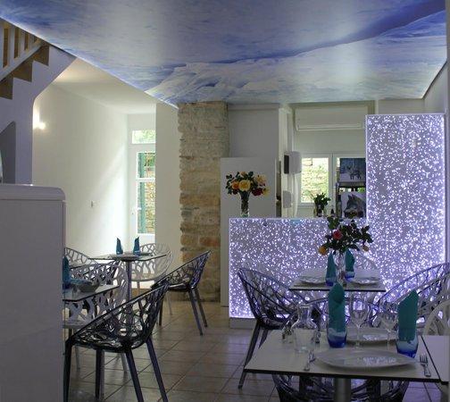 Gelateria L'Orsu Biancu: Notre salle intérieure, climatisée pour être bien au frais lors des fortes chaleurs :)