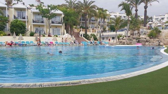 Gran Oasis Resort: Poolside