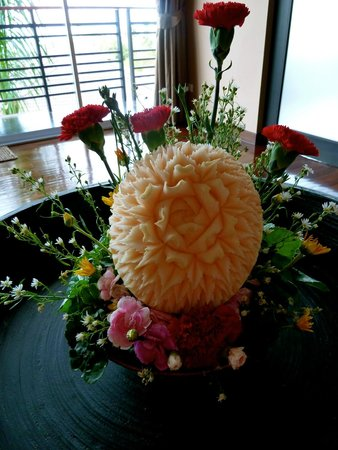 Mantra Samui Resort: Khun Oh´s fruitcarving