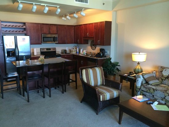 Laketown Wharf Resort: Living Area