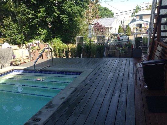 8 Dyer Hotel: Pool