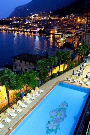 Hotel Splendid Palace: View of Limone from bar area