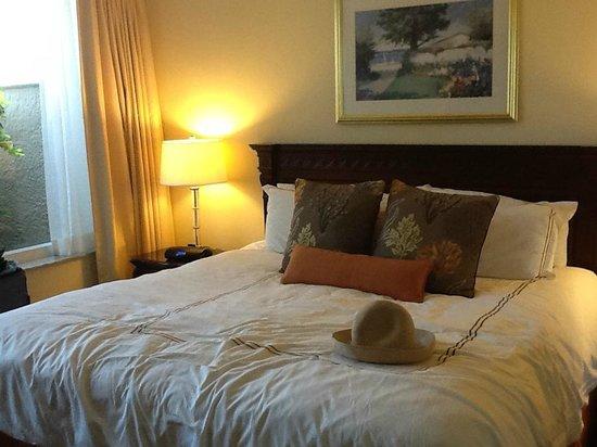 Marco Beach Ocean Resort : Room itself