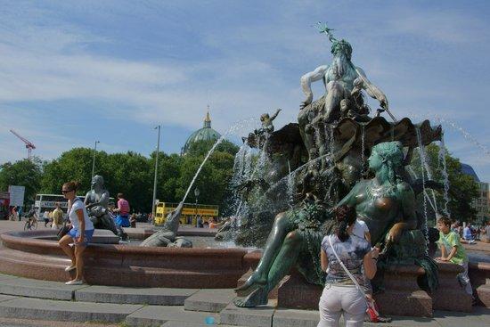 Fontanna na Alexanderplatz