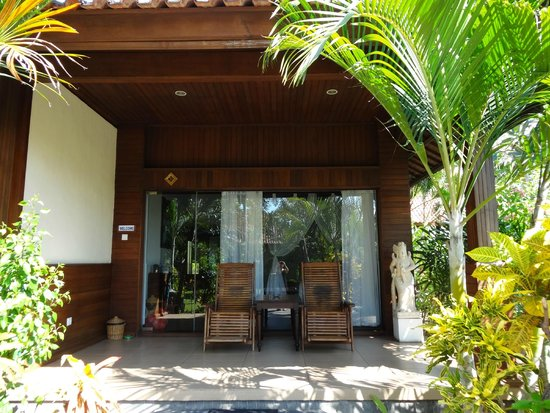 Adi Assri Beach Resort & Spa Pemuteran: gardenview bungalow from the outside