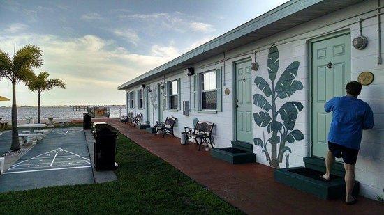 Banana Bay Waterfront Motel: Banana Bay Exterior