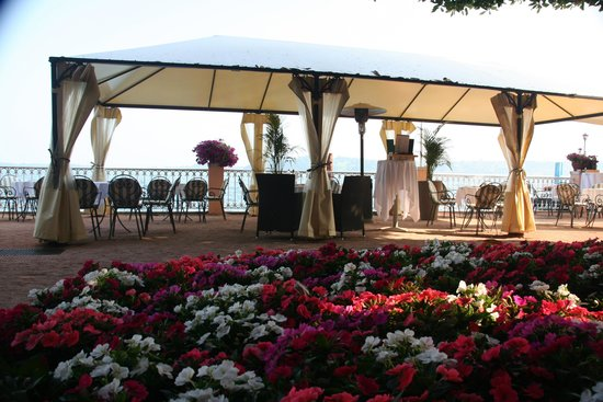 Grand Hotel Gardone Riviera : Winnie`s Bar outside on the terrace