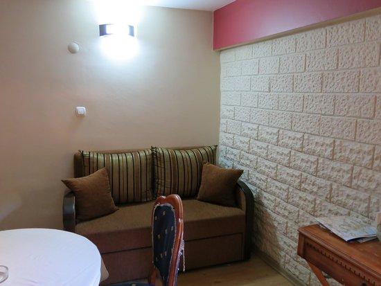 Antikhan Hotel: Sitting area
