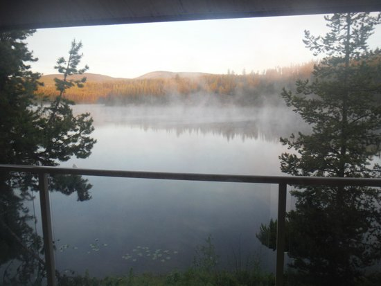Idabel Lake Resort: Early morning mist on the lake