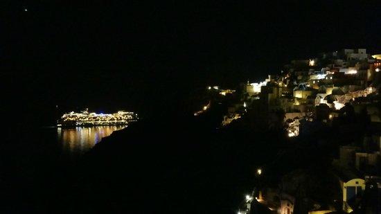 Art Maisons Luxury Santorini Hotels Aspaki & Oia Castle: Night view